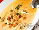 Рецепта Крем супа от моркови и картофи с крутони